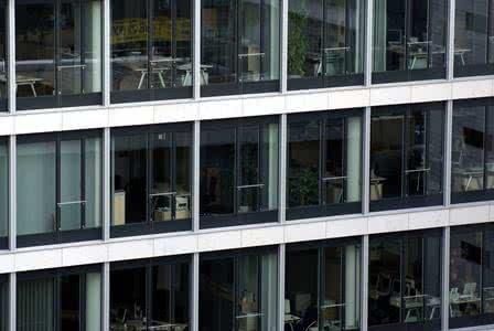 MoneyCheck | Versicherung Büroräume