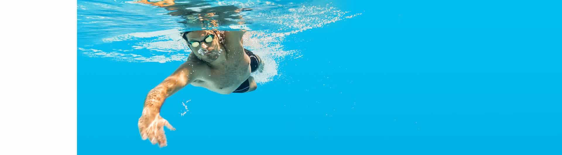 Versicherungen: Berufshaftpflicht für Schwimmlehrer