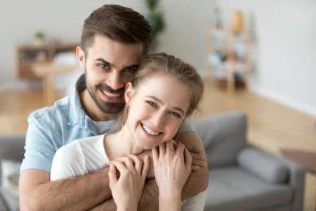MC | Rechtsschutzversicherung HanseMerkur, fröhliches junges Paar